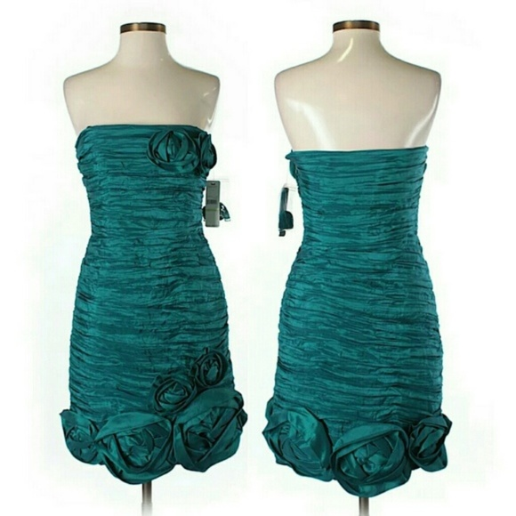Laundry By Shelli Segal Dresses & Skirts - Laundry by Shelli Segal Size 4 Strapless Dress